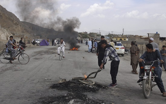 Pakistani Shia youth burn tyres to block a main road in Quetta. These Shias are from the Hazara community who were protesting against the suicide bomb attack on Friday 12th April. The suicide bomber had targeted an open air market in Quetta, Balochistan killing 20 people and wounding dozens of others. (Photo: AP/PTI)