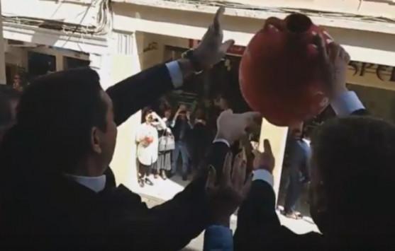 Αποτέλεσμα εικόνας για Τσίπρας Κέρκυρα ρίχνει κανάτα
