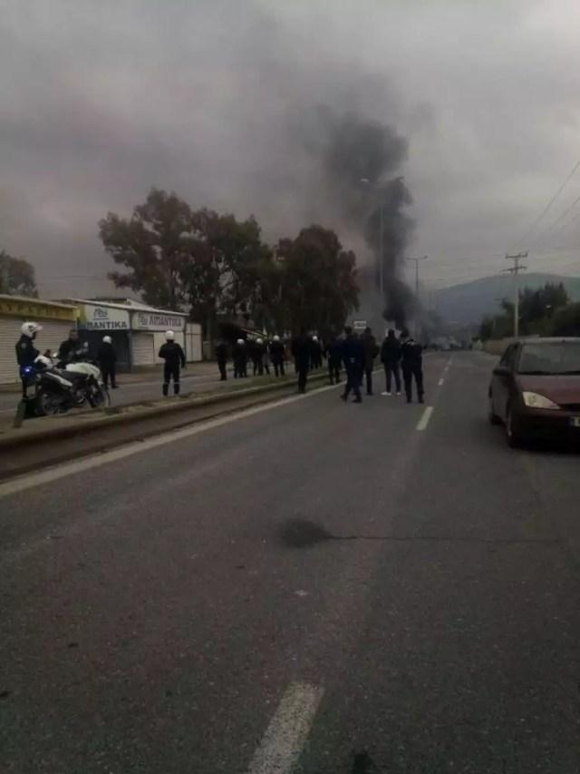 Ασπρόπυργος: Πετροπόλεμος και επεισόδια μεταξύ Ρομά και αστυνομικών στη Λεωφόρο Νάτο