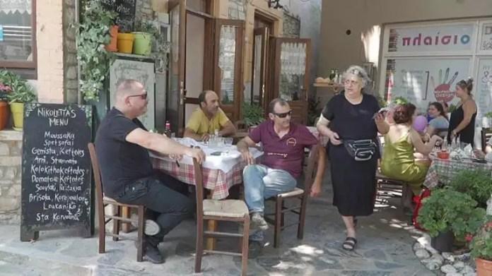 Πήλιο: Η ατάκα της μαγείρισσας στον Μπόρις Τζόνσον που τον έκανε να σκάσει στα γέλια! <p data-wpview-marker=