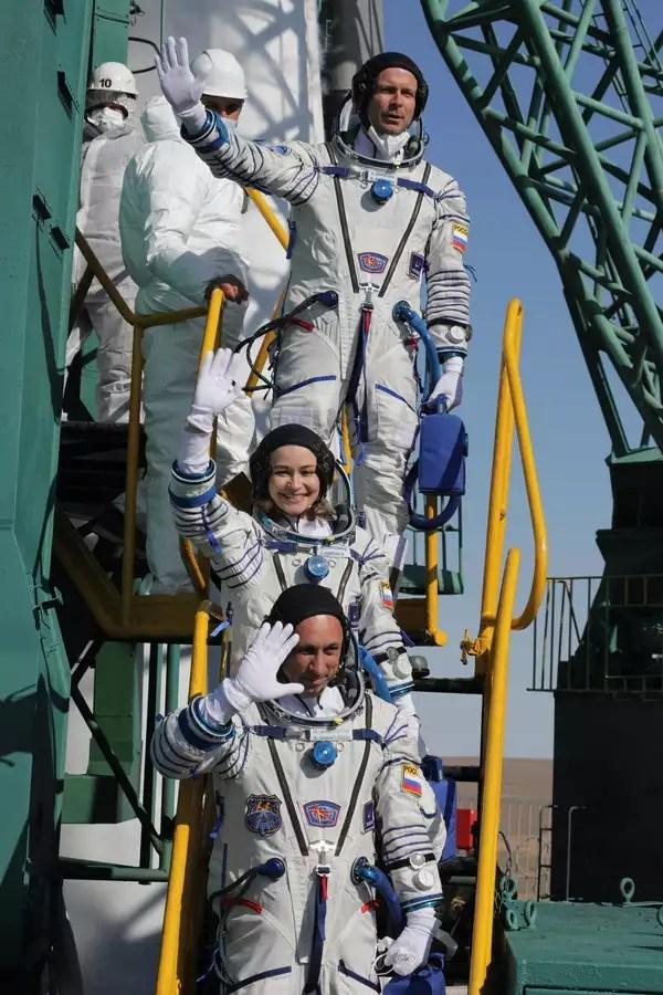 Οι Ρώσοι γυρίζουν ταινία στο Διάστημα και μπαίνουν στον ανταγωνισμό με τον Τομ Κρουζ | SoyuzMS19 Movie APE5