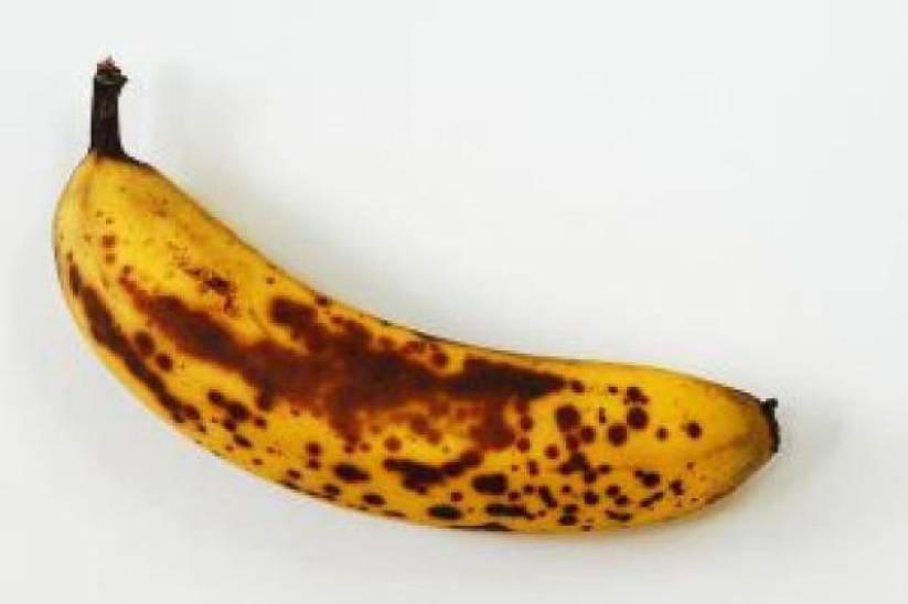 rijpe-banaan-dicht-gewas_