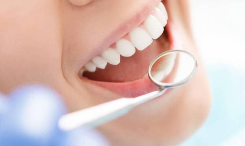 Οδοντικές κοιλότητες: Αίτια, τρόποι ανακούφισης του πόνου και μέθοδοι πρόληψης