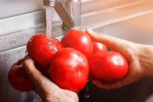 Τρία tips για να πλύνετε σωστά φρούτα και λαχανικά