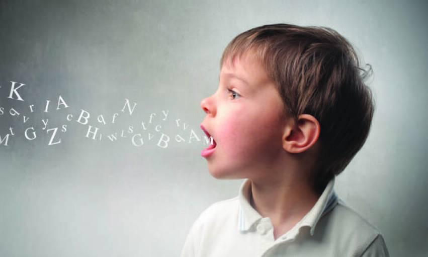 Διαταραχές λόγου στο παιδί: Πού οφείλονται και τι συμπτώματα εμφανίζουν