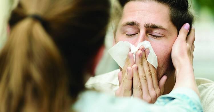 """Μελέτη: γιατί κάποιοι ιοί """"χτυπούν"""" τους άνδρες πιο σκληρά;"""