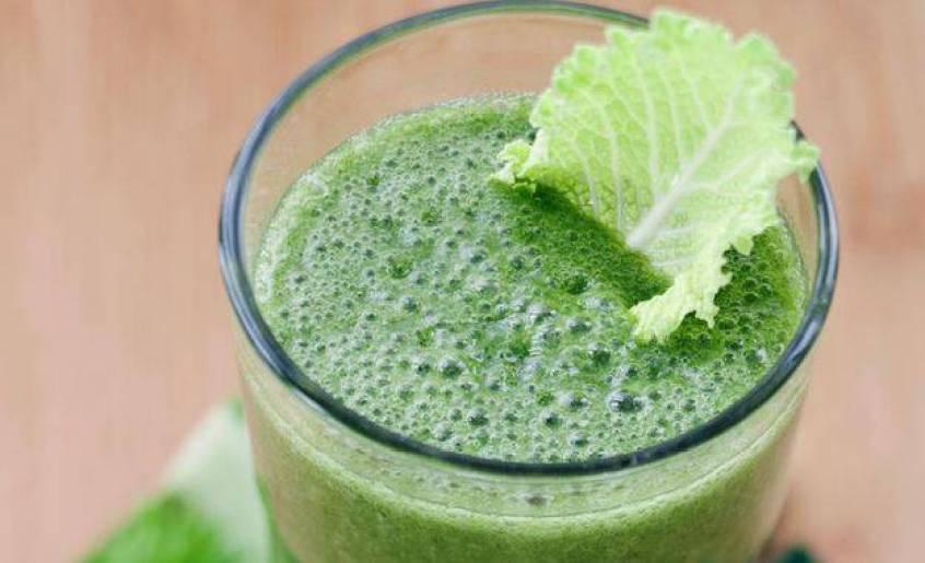 Δείτε πόσα προσφέρει ο χυμός από λάχανο στην υγεία σας