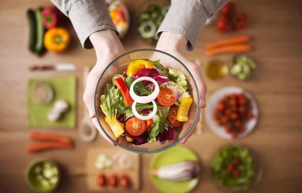 Δίαιτα Whole30: Τι είναι, πώς γίνεται και τι προσφέρει η νέα αυστηρή διατροφή των 30 ημερών