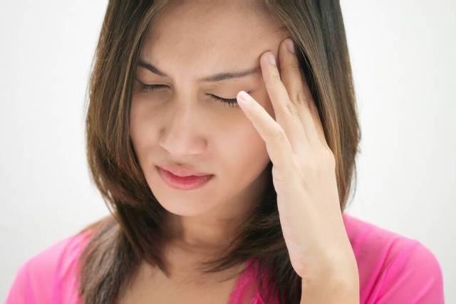Πονοκέφαλος λόγω στρες: 3 τρόποι για να τον ξεπεράσετε