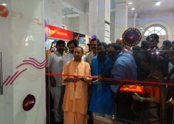 वाराणसी: CM योगी ने किया इंडिया पोस्ट पेमेंट बैंक काशुभारंभ