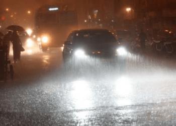 मुंबई में जोरदार बारिश,उड़ाने प्रभावित