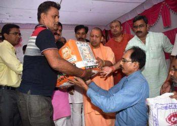 वाराणसी: CM योगी ने बाढ़ की विभीषिका देखा, राहत कार्यो का लिया जायजा