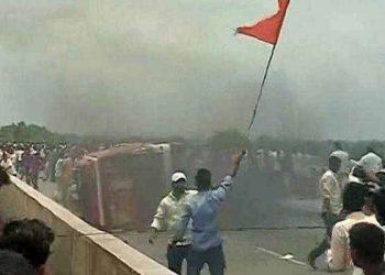 मराठा आंदोलन: हिंसक होने के बाद मराठा संगठनों ने वापस लिया मुंबई बंद