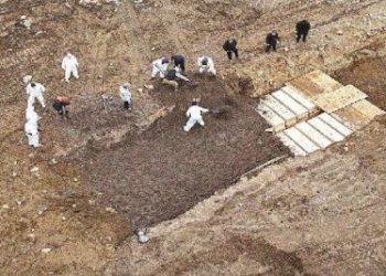 न्यूयॉर्क: हालात काबू से बाहर, कब्रिस्तान में जगह नहीं, सामूहिक कब्रों में दफन की जा रही लाशें