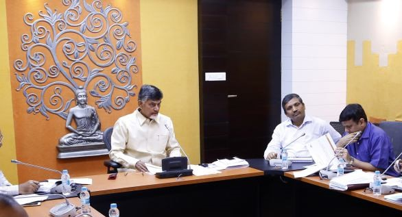 Amaravati must not have slums : Chandrababu