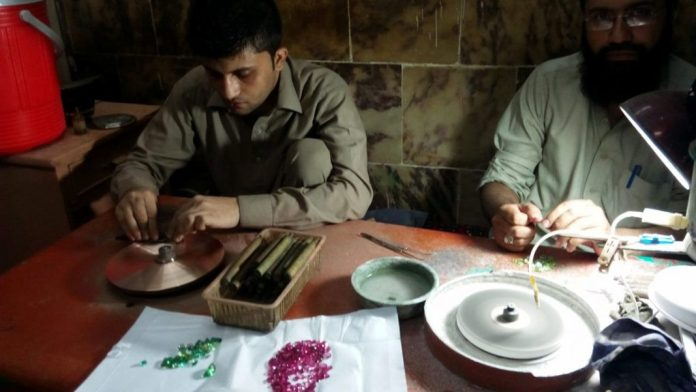 Rough gemstones are cut by a dealer in Namak Mandi. | Photo by News Lens Pakistan