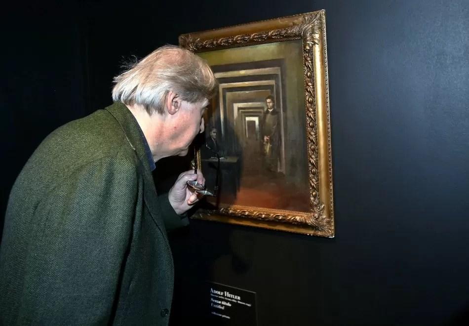Museo della Follia a Sal esposto quadro di Adolf Hitler