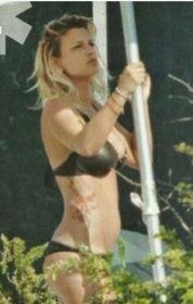 Foto hot di Emma Marrone in bikini