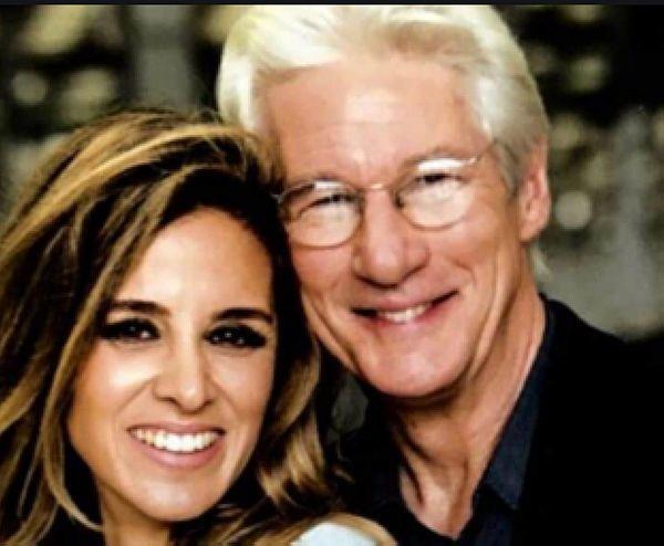 Foto dell'attore RIchard Gere con la sua moglie Alejandra Silva  , i due hanno avuto un figlio sei mesi fa