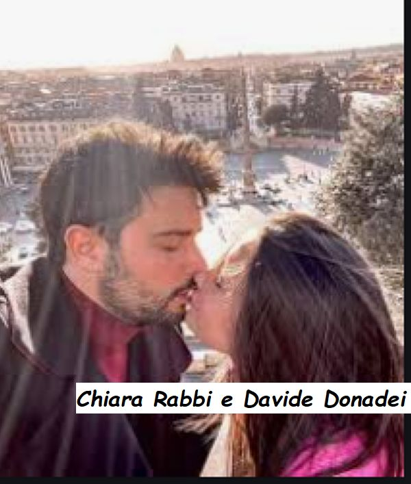 Davide Donadei e Chiara Rabbi si baciano in puglia