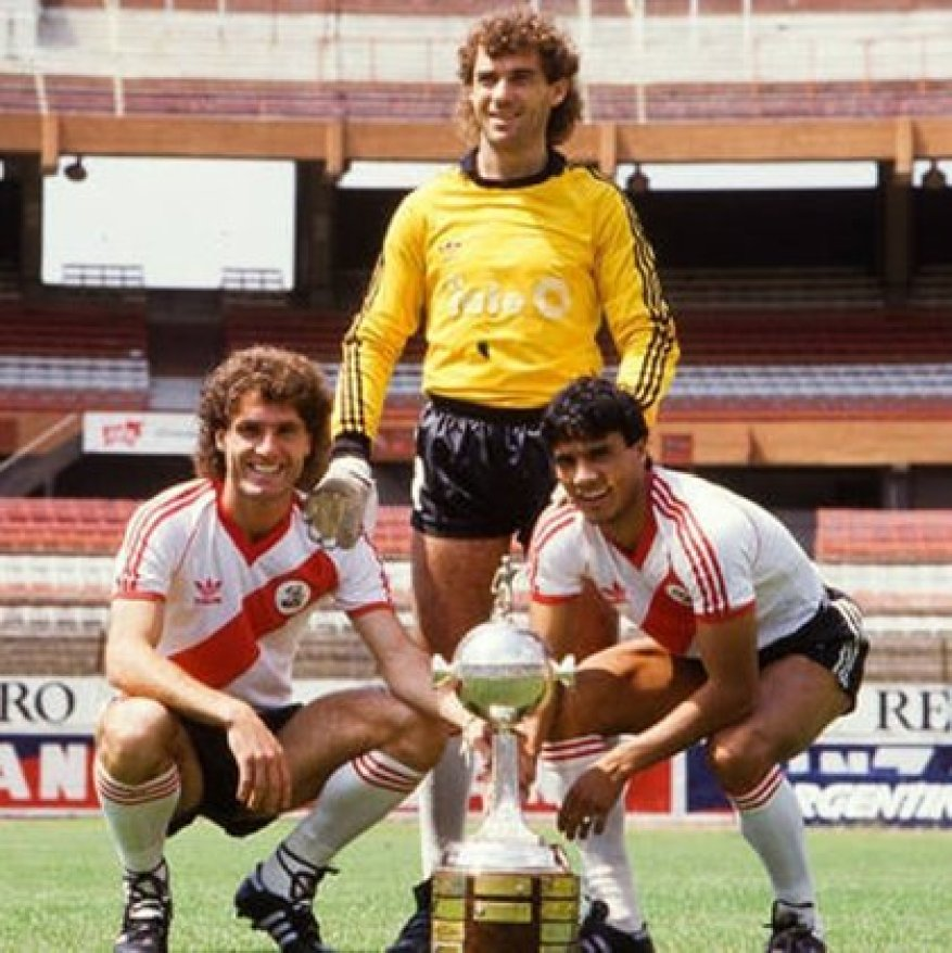 Nery Pumpido with Oscar Ruggeri and Negro Enrique. All three won the Copa Libertadores, the Intercontinental Cup and the World Cup in 1986.
