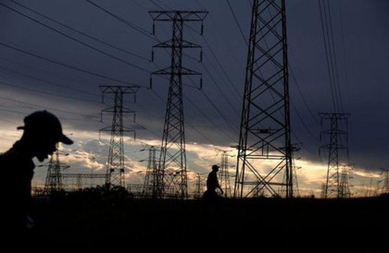 Illustrative image of electricity pylons (Photo: REUTERS / Siphiwe Sibek)