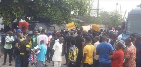 Rivers APC Supporters Protest, Say No Election As Police Barricade INEC Office