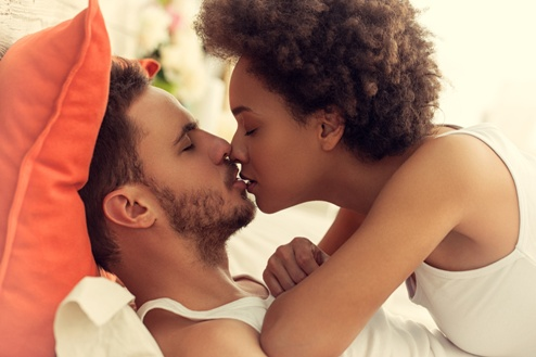 BECAREFUL: Eight  Diseases You Can Contact  From Kissing
