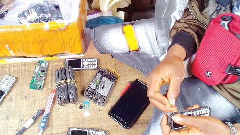 How Quack Phones Repairers Are Fleecing Unsuspecting Nigerians Millions Of Naira