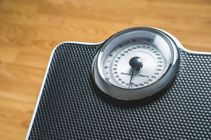 Weight Loss after 30 can be tough! Check out these 6 reasons why you can't lose weight after 30, and what to do about it!