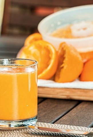 Smoothie recipes with oranges provide a boost of vitamin C and are a delicious and healthy snack or meal replacement. Orange Banana Smoothie   Orange Smoothie with Yogurt   Orange Smoothie without Banana   Orange Juice Smoothies   Smoothies with Oranges for Weight Loss   Orange Smoothie without Milk