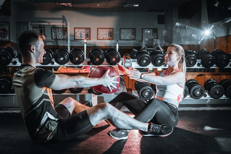 Herbalife24 Products Man and Woman Working Out Together in a Gym