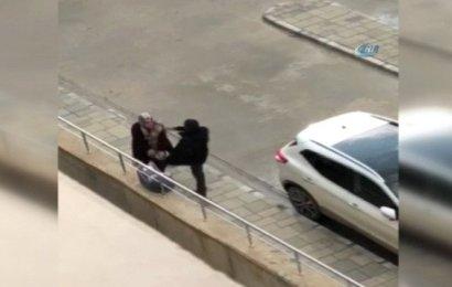 Bebekli Kadına Tekme Üstüne Tekme Attı!