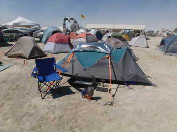 burning-man-camp-set-up