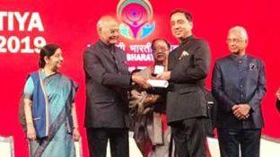 India honours Bhav Dhillon at Pravasi Bharatiya Diwas