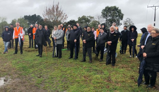 Key stakeholders, incl iwi representatives, at the site