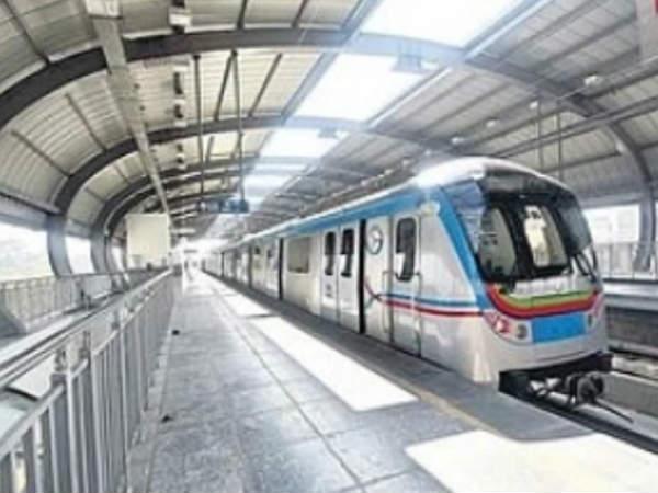metro-rail-stopped