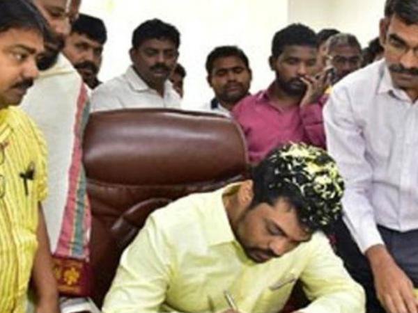 kidari sravan take charge as a minister to andhrapradesh