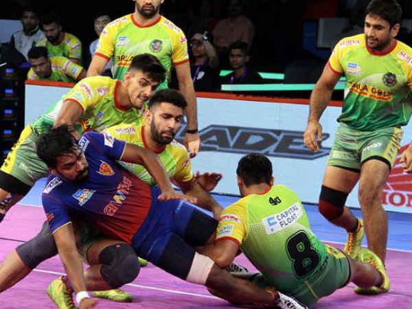 patna pirates beat dabang delhi in pro kabaddi league 2018
