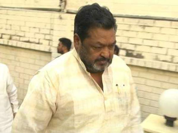 telangana rashtra samithi party suspends to mlc kompally yadava reddy