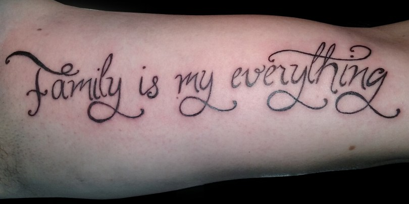"Writing ""Family is my everything"" tattoo - Tatouage écriture ""Family is my everything"""