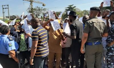 Kogi, Bayelsa elections: Group blocks INEC office, demands voting for IDPs