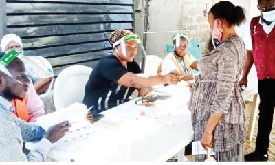 Lagos Voters Turned Away From Polling Centre For Not Wearing Nose Masks