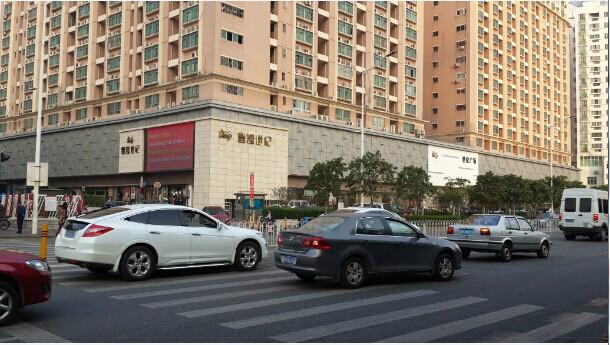 深圳世紀廣場:工程整改,老公憑著印象帶我們前往,市民廣場,交通條件便利;並且西面是高綠化,_中文百科全書