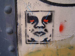 Stencil de Obey en Barcelona - foto: Germán de Souza