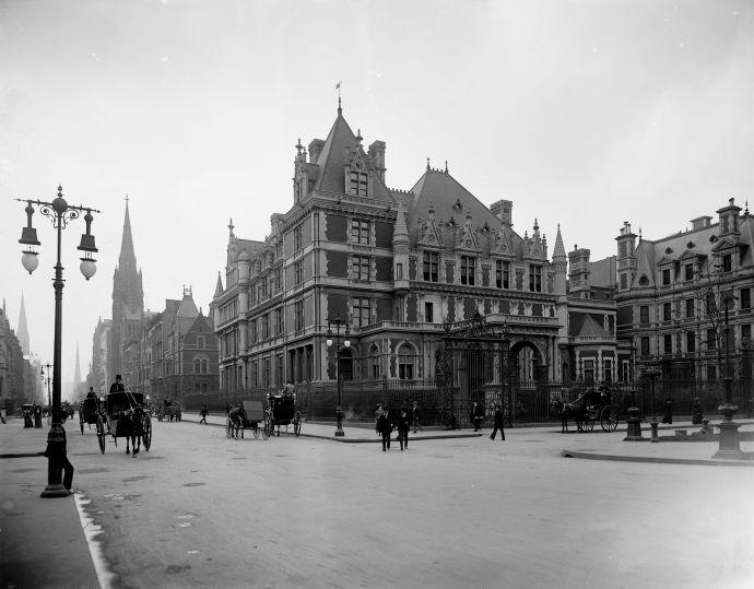 Vanderbilt Mansion, shown around 1901.
