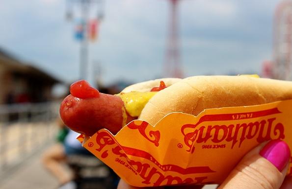 Nathans_hotdog_closeup_2_blogg