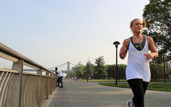 Running_girl_East_River_blogg