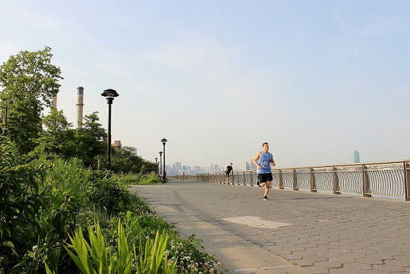 Running_guy_2_East_River_blogg