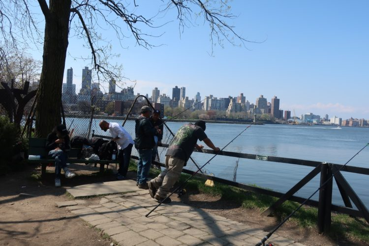 Men_fishing_Socrates_Sculpture_Park